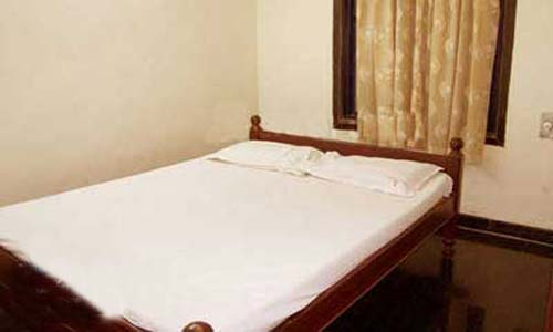 hotel-the-sai-inn-bed