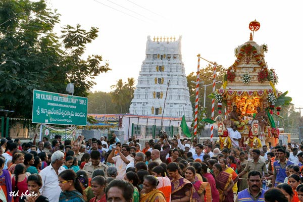 golden-chariot-procession