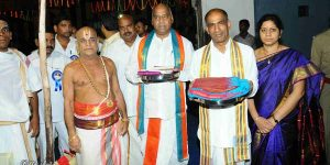 Vastram-by-EO-to-Simhachalam-temple