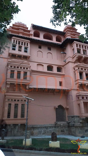 chandragiri fort-side