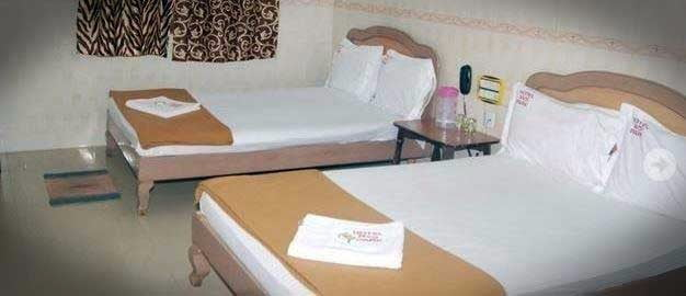 hotel-prakash-park-Bed-room