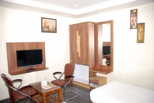 hotel-slv-grand-bed-room
