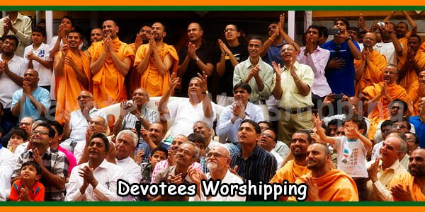 Devotees Worshipping
